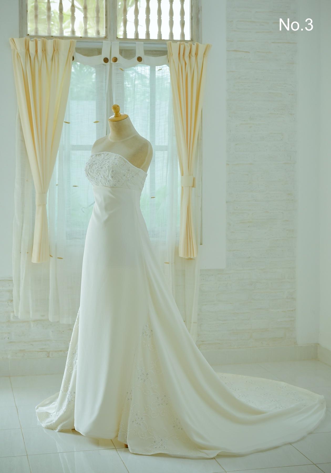 ドレスはサロンLOVEISのNO.3