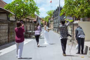 バリ島の街中でソロウェディング