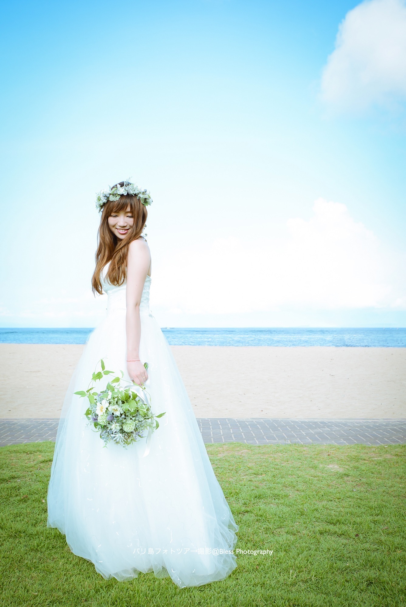 花嫁の綺麗な立ち方 カメラに対して身体を斜めに