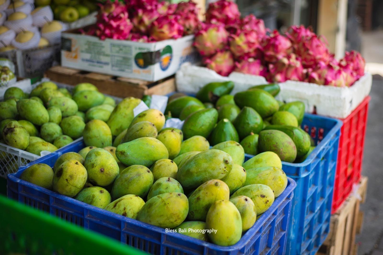 バリ島のアボガドとドラゴンフルーツ