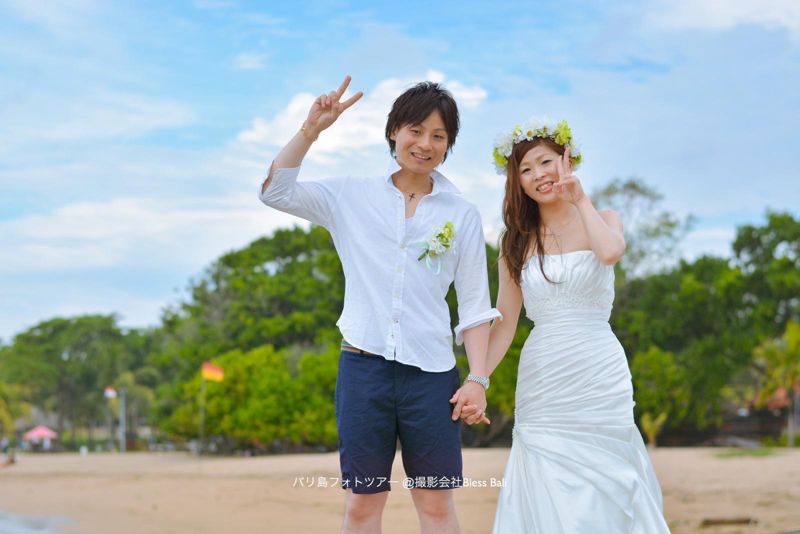マーメイドドレスと白シャツで爽やかなおふたり