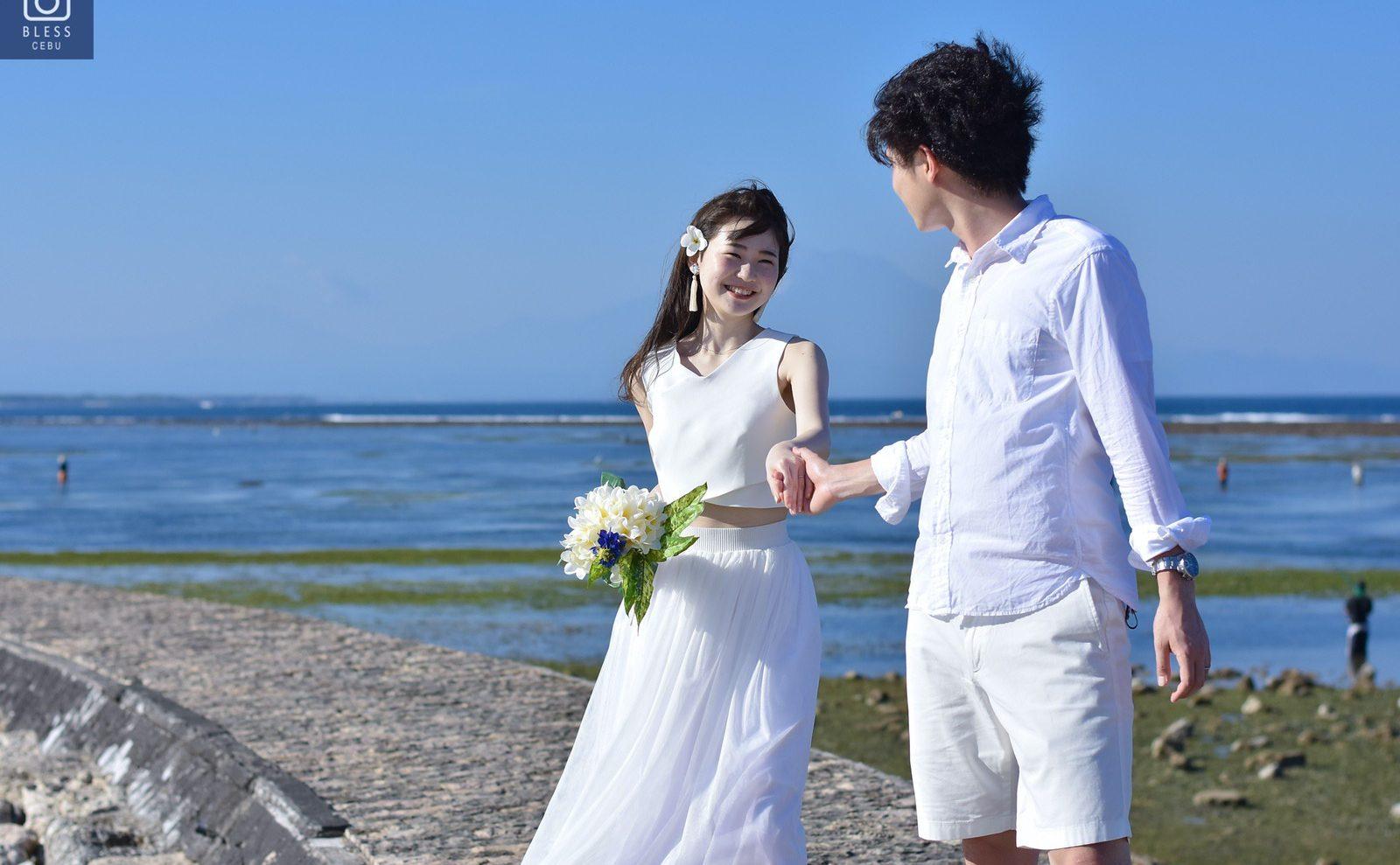 【お客様レポ#202】セパレートドレスとタッセルピアスがお洒落な花嫁様♡ 青空ビーチ&サンセットフォト F&N様