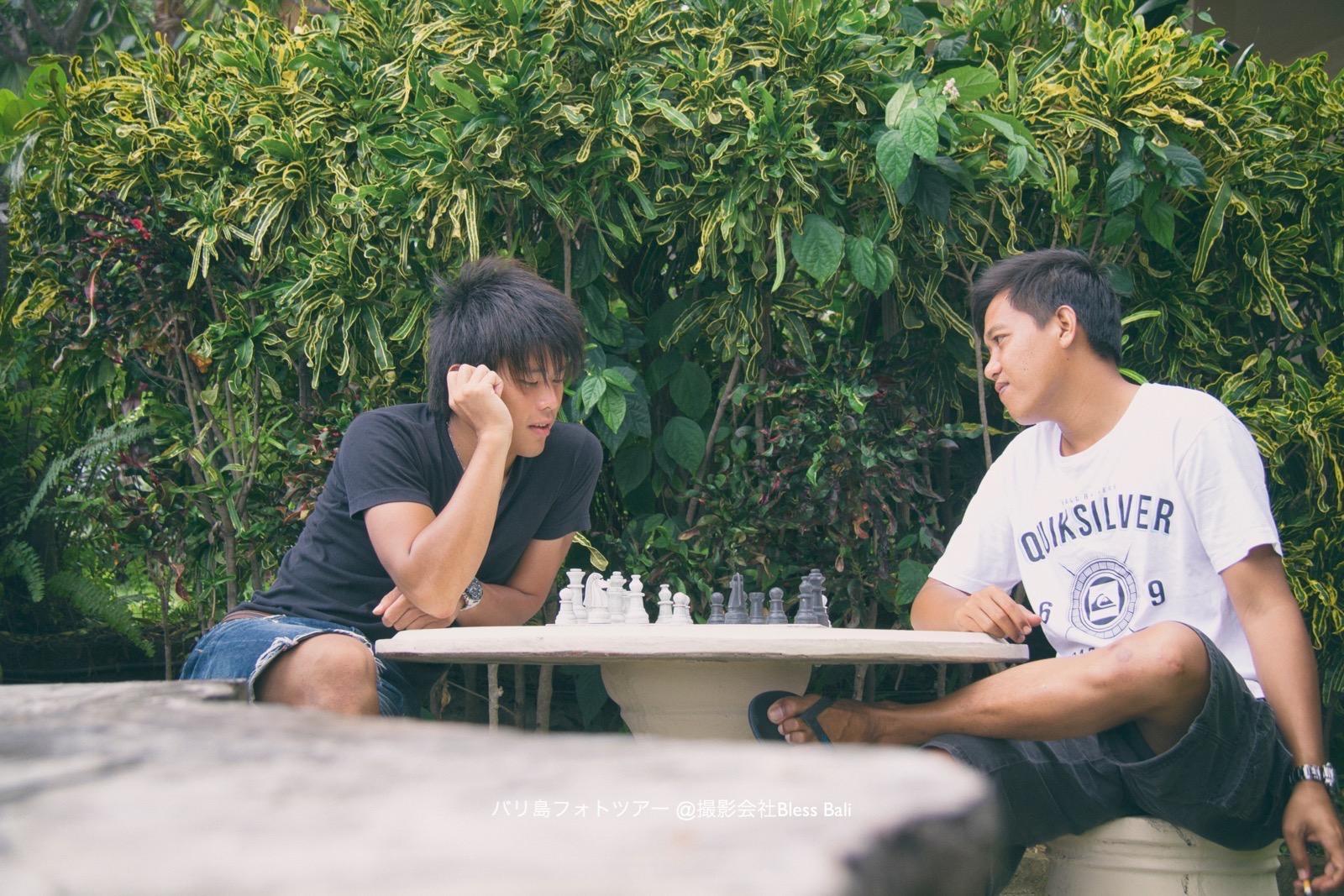 ステフェンVSプトゥでチェス対決中