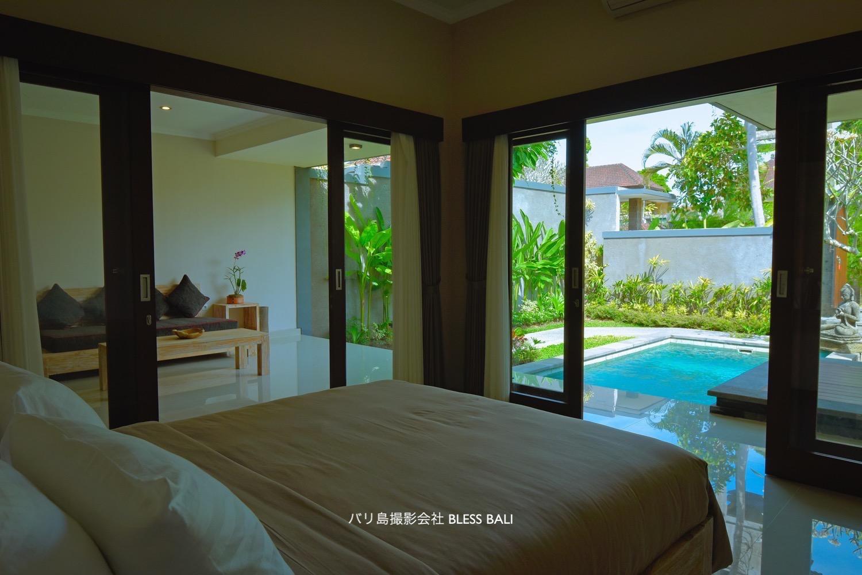 Villa Padma ベッドルームからプール