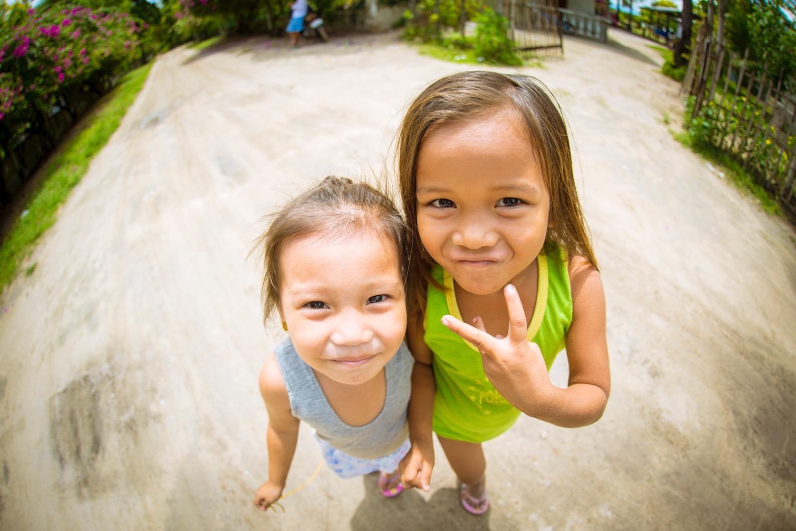 オランゴ島の子供の笑顔