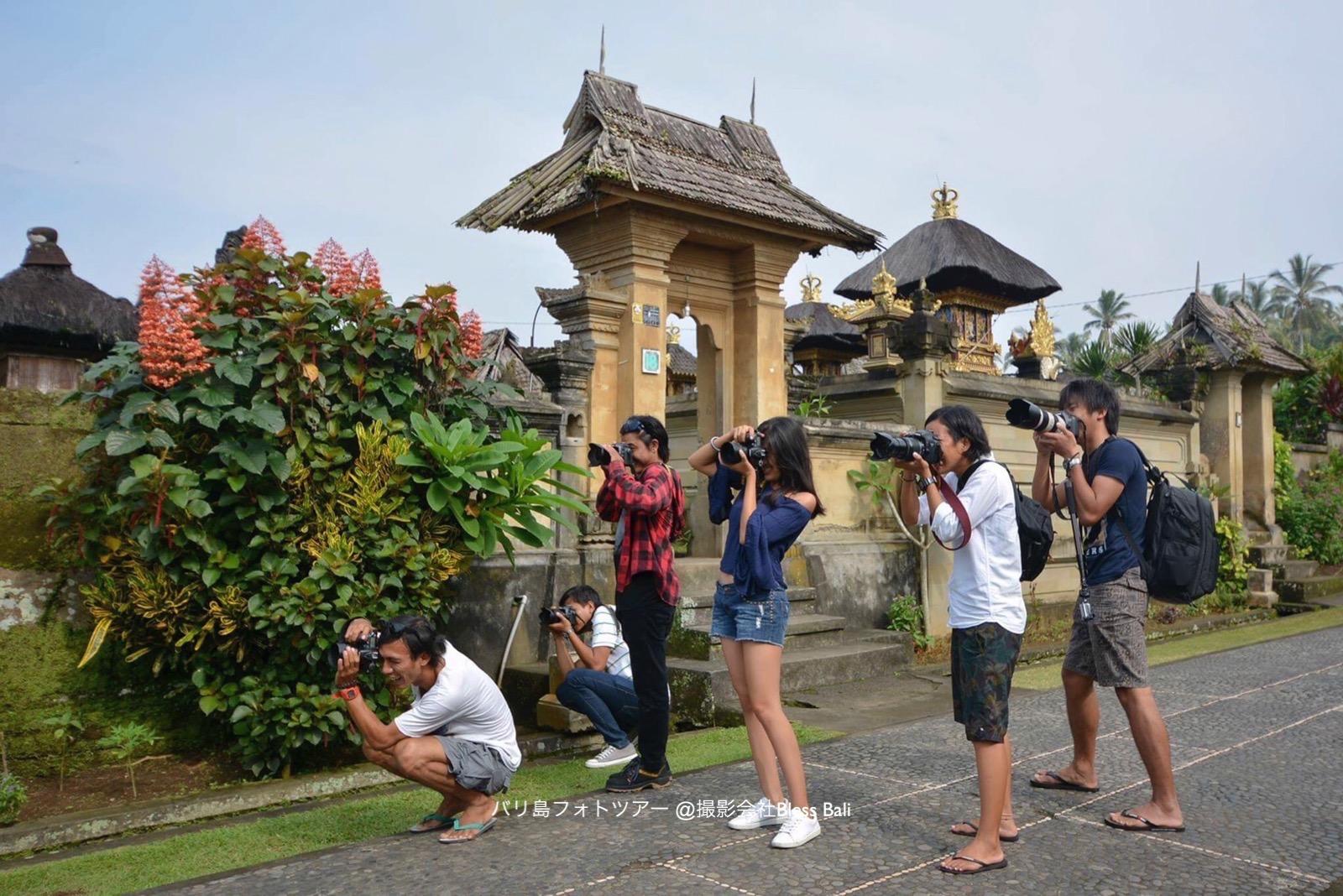 カメラマンが8人揃うと異様な風景になります