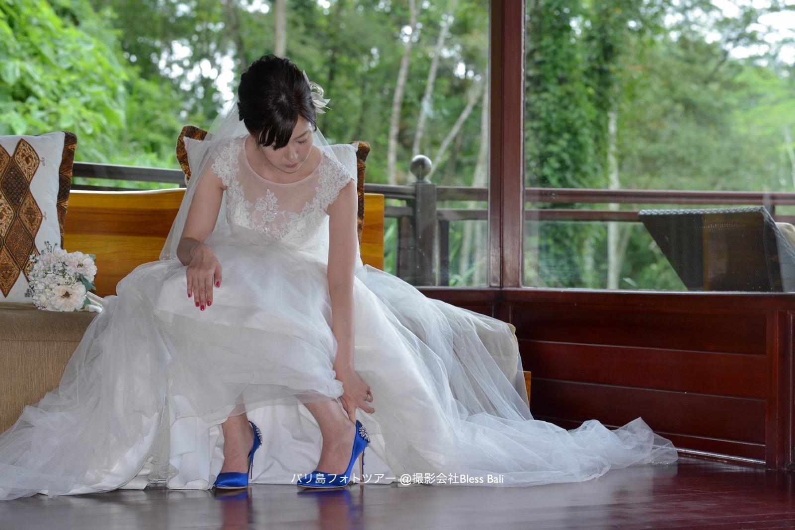 花嫁さまの青ヒールを生かしたショット