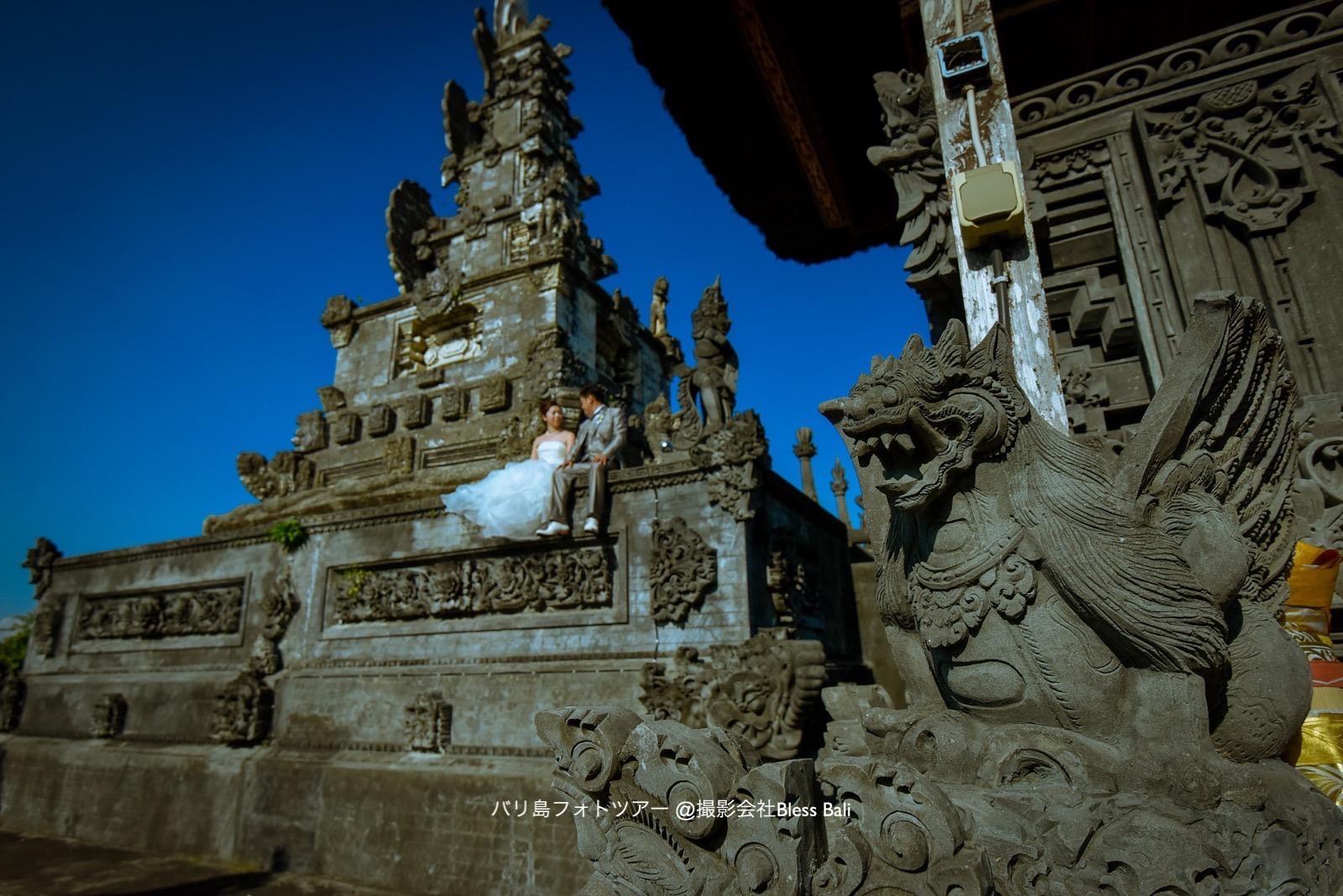 バリ島の伝統的な寺院で撮影