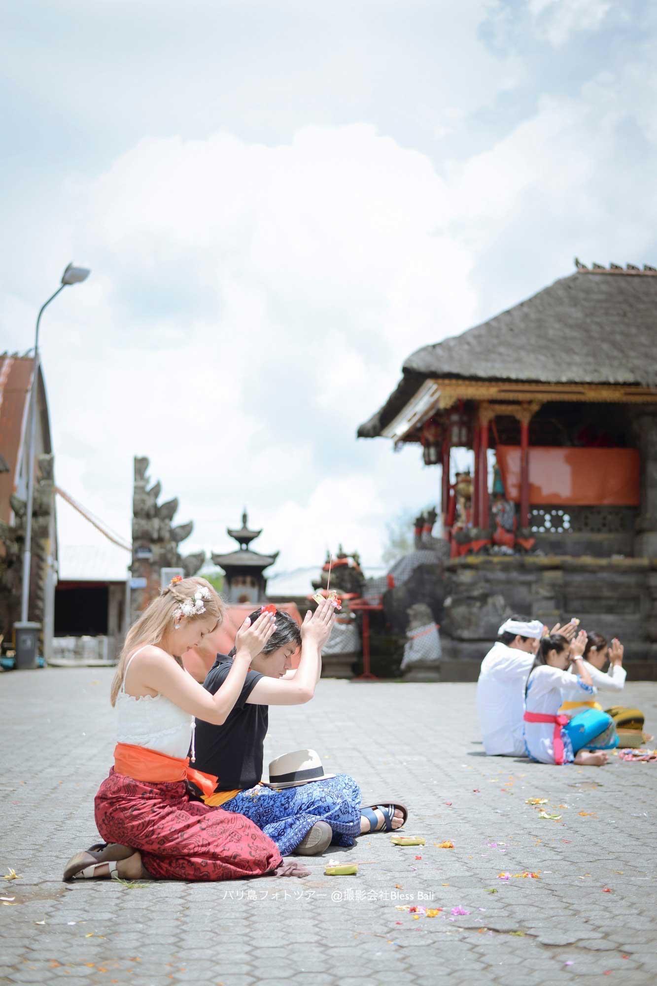 バリ寺院内での参拝風景も撮影できました
