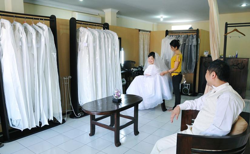 ドレスサロンのご紹介♪90着以上のドレスをご用意しています