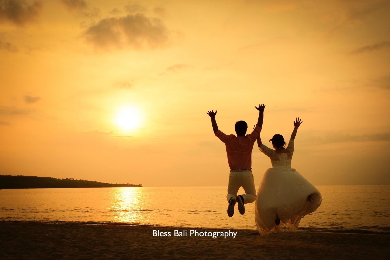 Sunset beach photo wedding