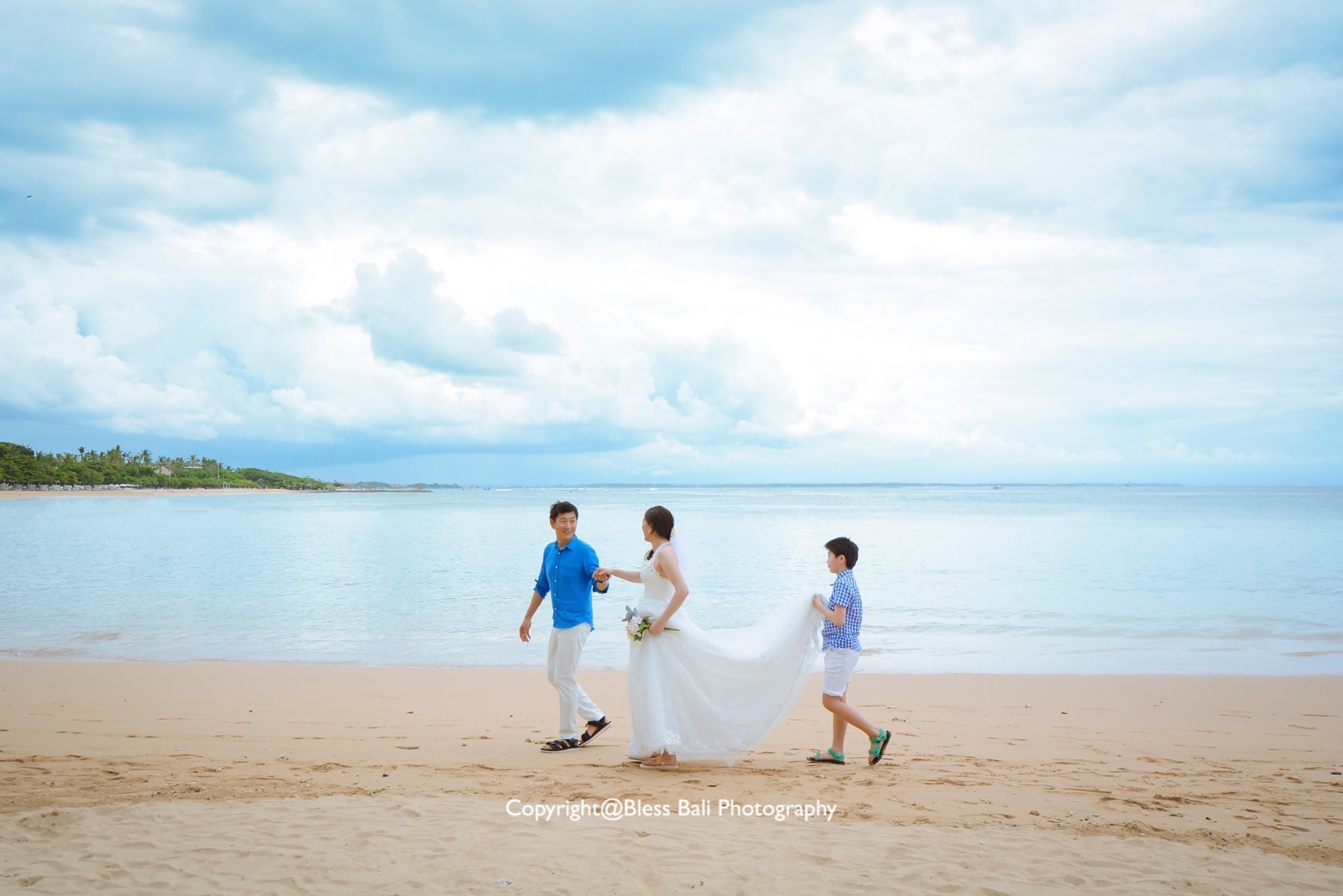 バリ島家族旅行でウェディングフォト