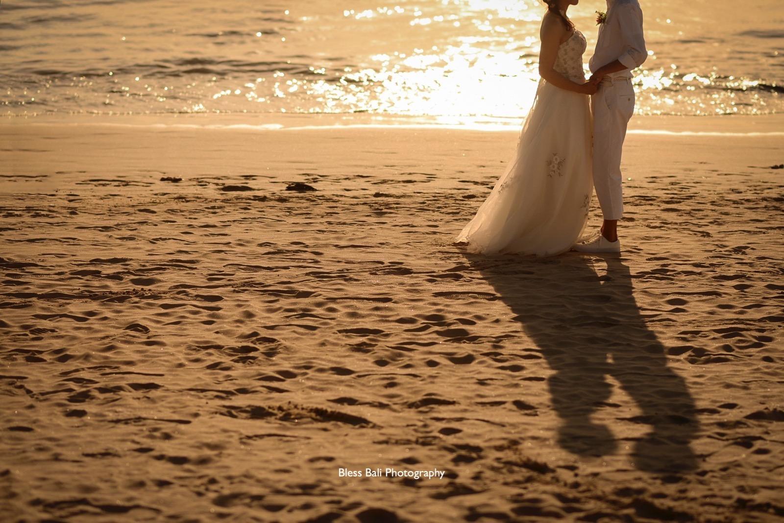 夕日ビーチのシルエット撮影