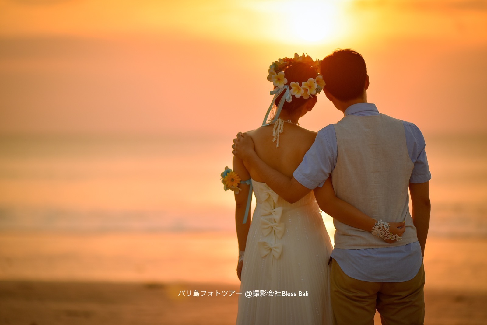 バリ島サンセットフォト 花嫁花婿の後ろ姿