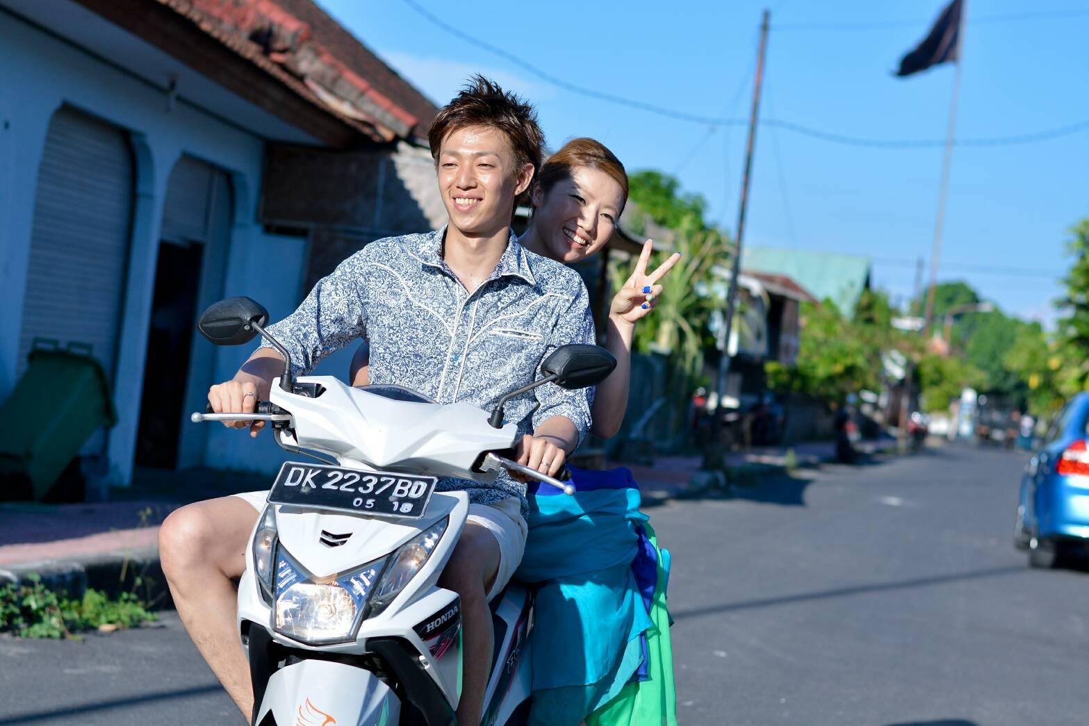 カメラマンのバイクに乗って撮影!