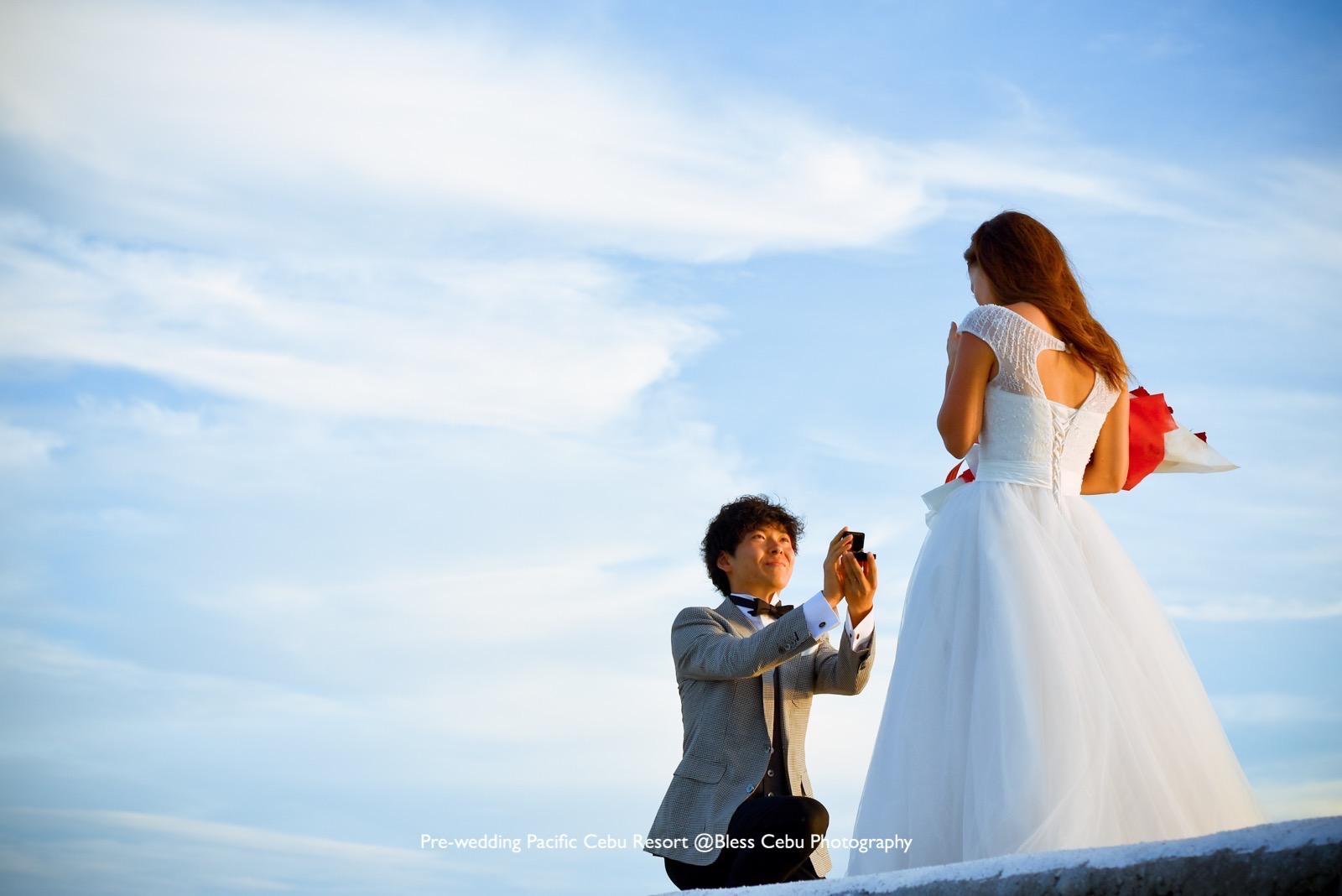 桟橋で指輪と一緒にプロポーズ!