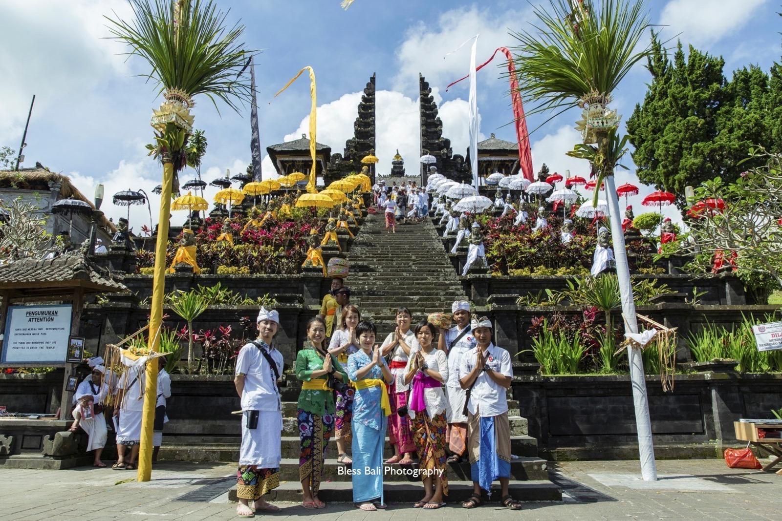 ブサキ寺院の壮大な階段