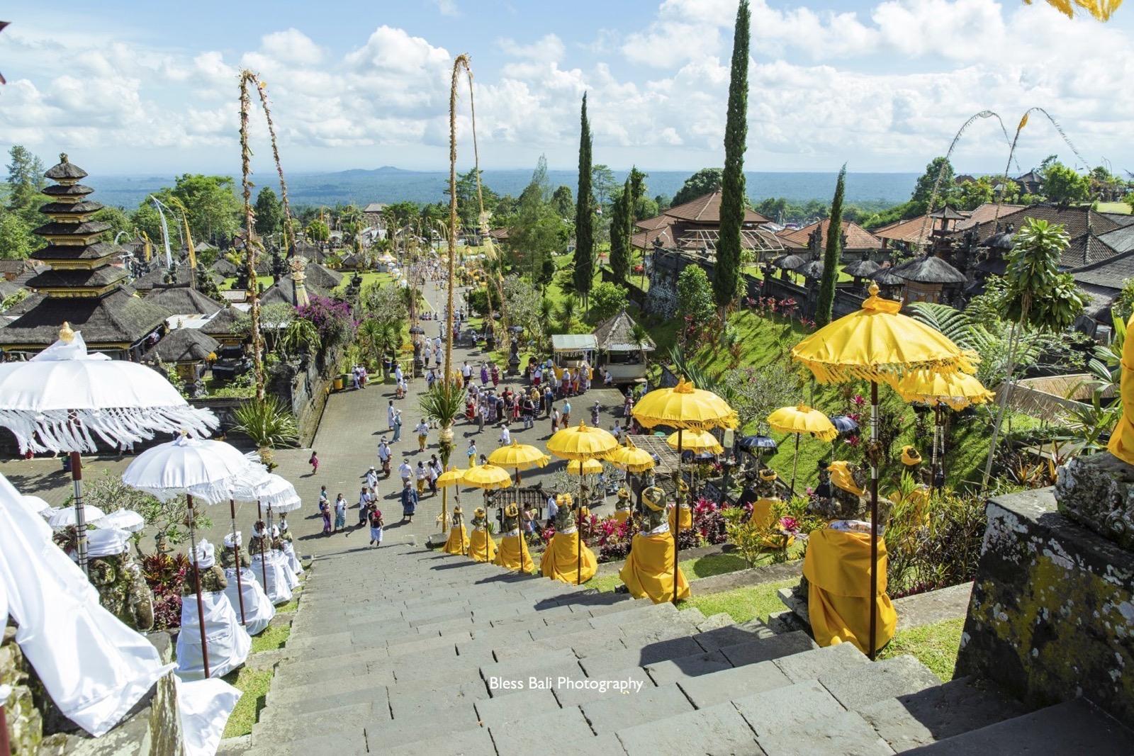 ブサキ寺院の階段上からの絶景